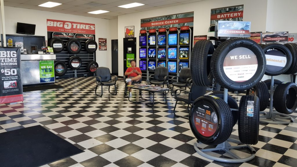 Inside-of-big-o-tires-la-mirada